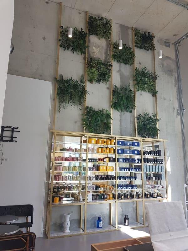 Admirez la blibliothèque à parfum réalisée par Yoann Metal, ferronnier Nice !