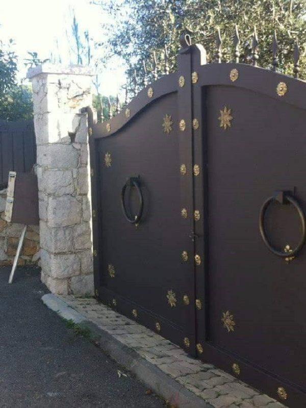 Particulier ou professionnel, faites appel à Yoann Metal, ferronnier Nice, pour tous vos portails !