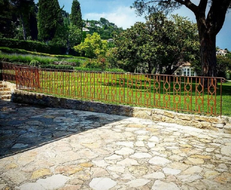 Sécurisez votre terrasse avec de belles rambardes, réalisées par un ferronnier Nice